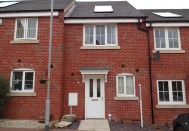 Thumbnail Terraced house to rent in Tweed Crescent, Rushden