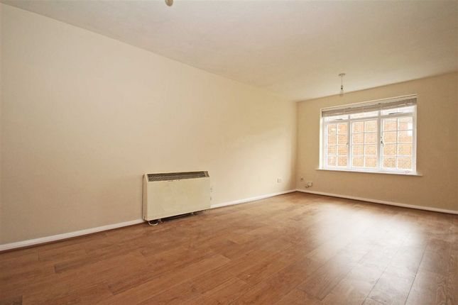 Thumbnail Flat to rent in Cromwell Close, London