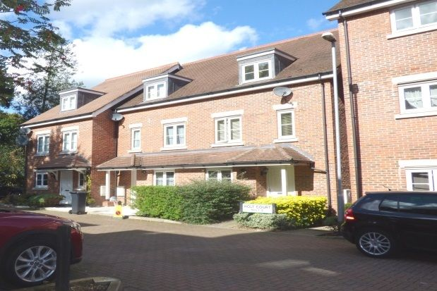 Thumbnail Property to rent in Elm Court, Albert Road South, Watford