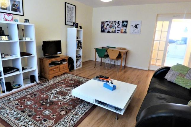 Thumbnail Flat to rent in Oaks Avenue, London