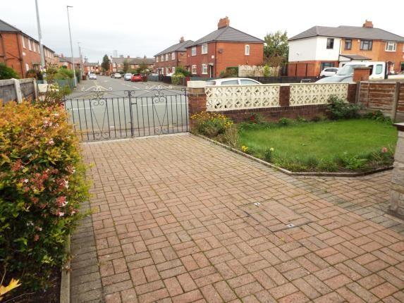 Front Views of Platt Lane, Manchester, Greater Manchester, Uk M14