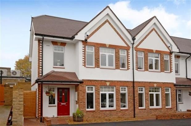 4 bed property for sale in Kendall Avenue, Beckenham