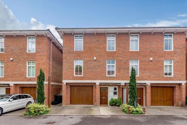 4 bed property for sale in Thistledown Close, Winchester, Hampshire SO22