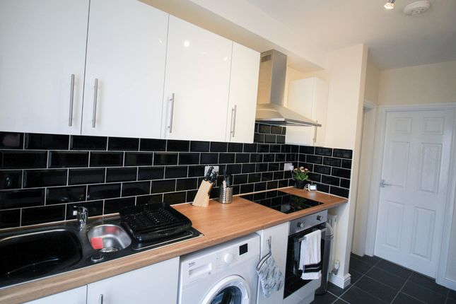 Thumbnail Shared accommodation to rent in Woodhouse Road, Doncaster