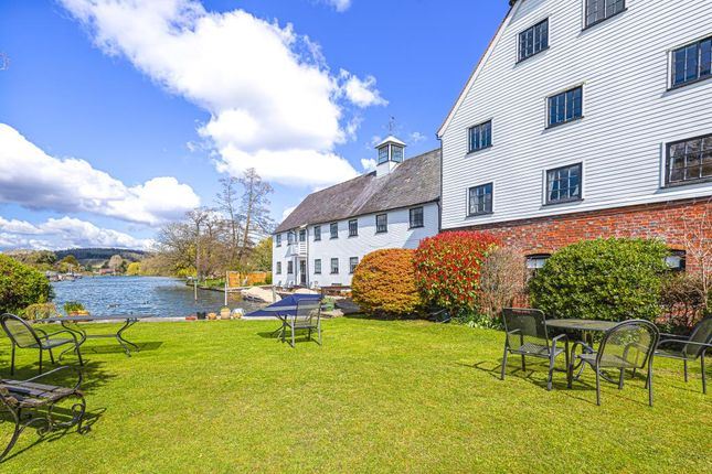 Thumbnail Flat for sale in Henley On Thames, South Oxfordshire