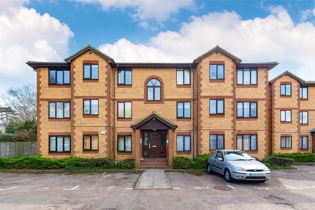 Thumbnail Flat to rent in Kinnaird Close, Burnham, Berkshire