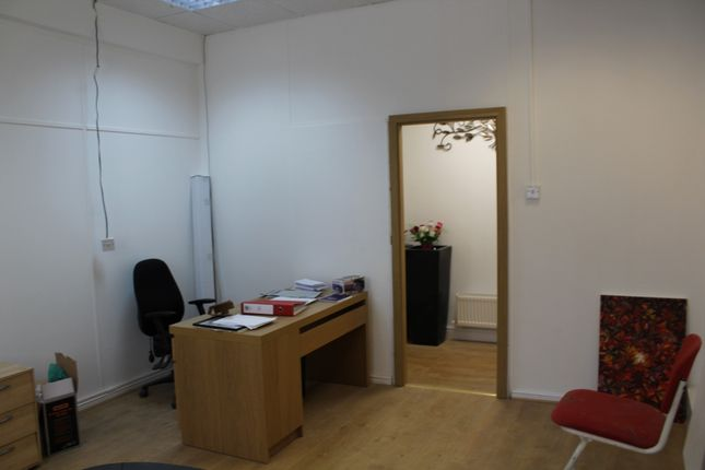 Thumbnail Property to rent in High Street, Hounslow