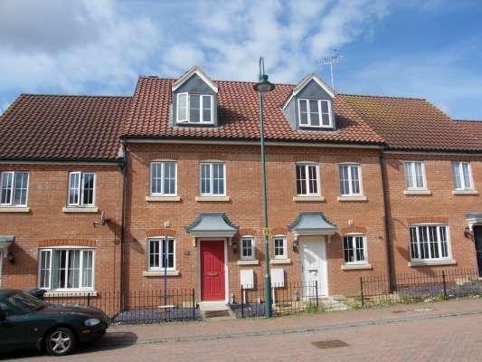 Thumbnail Town house to rent in Thorn Road, Hampton Hargate, Peterborough
