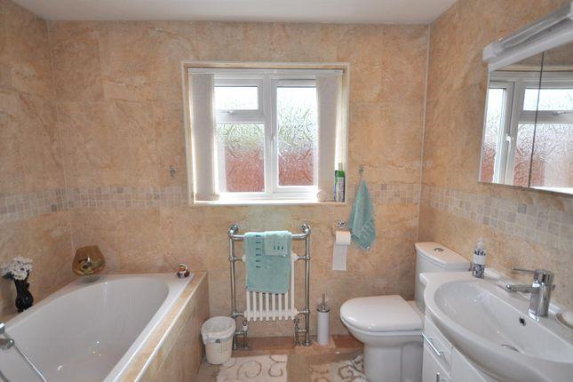 Family Bathroom of Beacon Hill Road, Newark NG24
