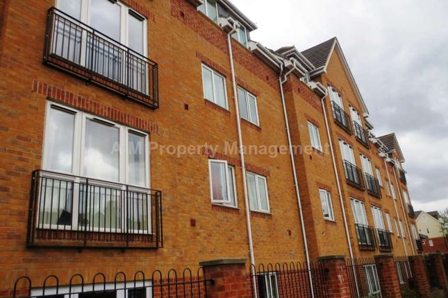 2 bed flat to rent in Westgate Court, Oxford Road, Reading