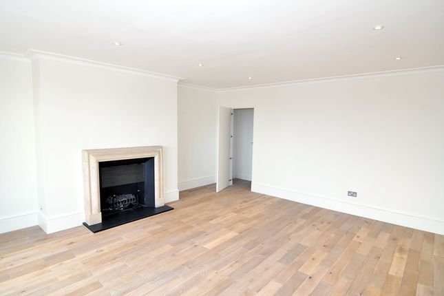 Thumbnail Flat to rent in Phillimore Place, High Street Kensington, London