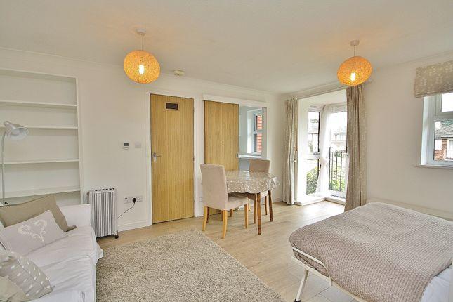 Studio to rent in Midhope Road, Hook Heath, Woking GU22