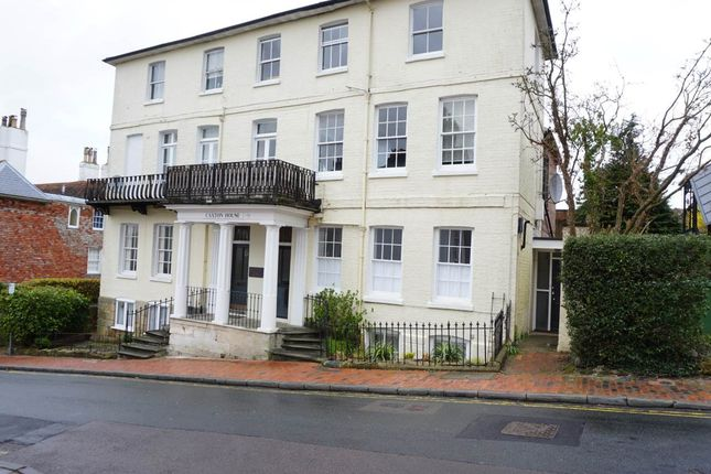 1 bed flat to rent in Caxton House, Mount Sion, Tunbridge Wells