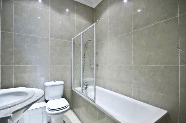 Thumbnail Flat to rent in Wadham Gardens, London