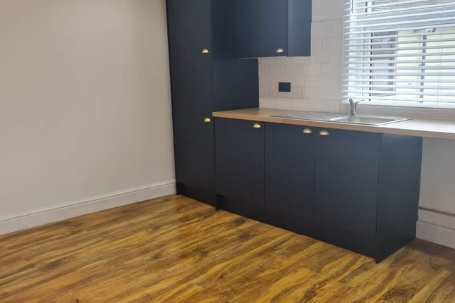3 bed flat to rent in High Road Leytonstone, London E11