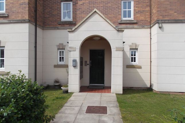 2 bed flat to rent in Denbigh Avenue, Worksop