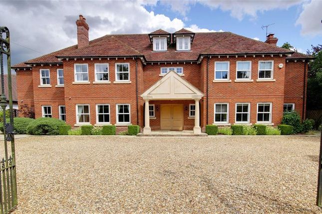 Thumbnail Detached house to rent in The Ridgeway, Cuffley, Potters Bar