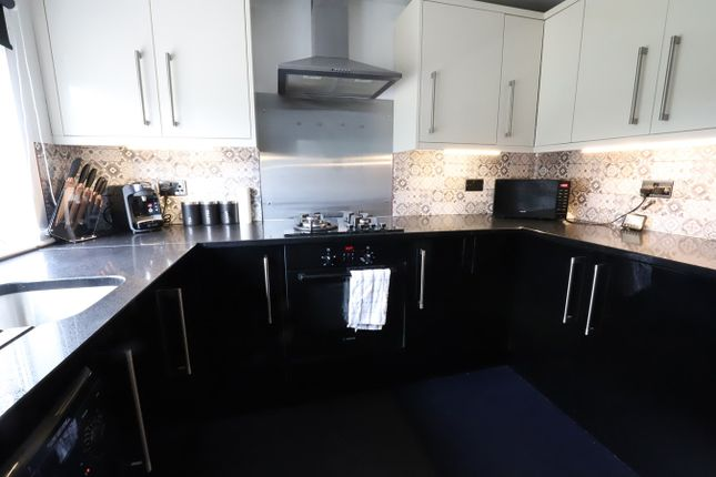 3 bed flat for sale in Station Road, Kelty KY4