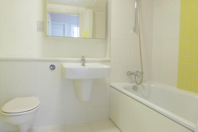 Bathroom of Alencon Link, Basingstoke RG21