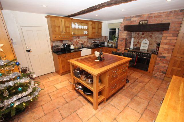 Thumbnail Farmhouse to rent in Portway Lane, Wigginton, Tamworth