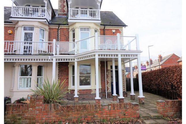 Thumbnail Property for sale in Thames Side, Reading