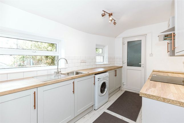 2 bed flat to rent in Downend Road, Fishponds, Bristol BS16