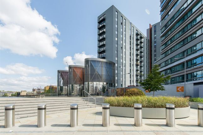 Thumbnail Flat for sale in Canaletto, 257 City Road, Islington, London