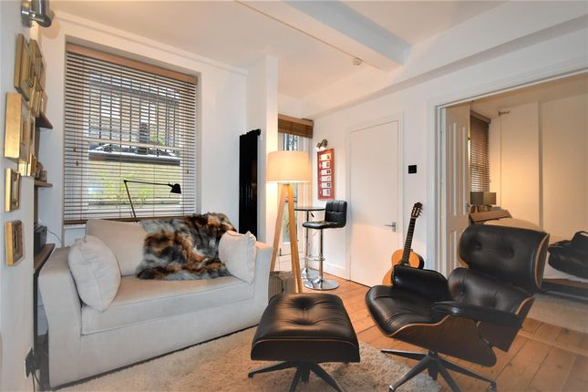 Thumbnail Flat to rent in Dewsbury Court, 44 - 66 Chiswick Road, London