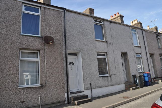 2 bed property to rent in Wian Street, Holyhead LL65