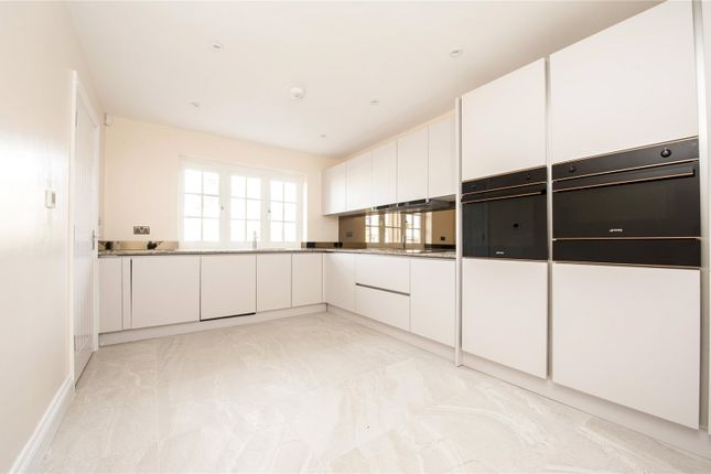 Thumbnail Detached house for sale in Maidstone Road, Wigmore, Rainham