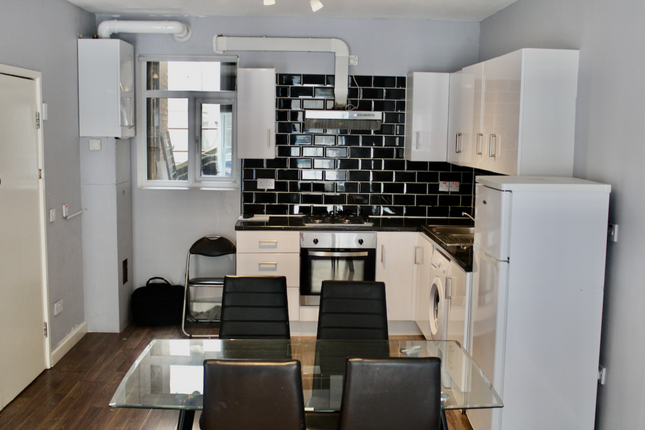 2 bed flat to rent in Leather Lane, London EC1N