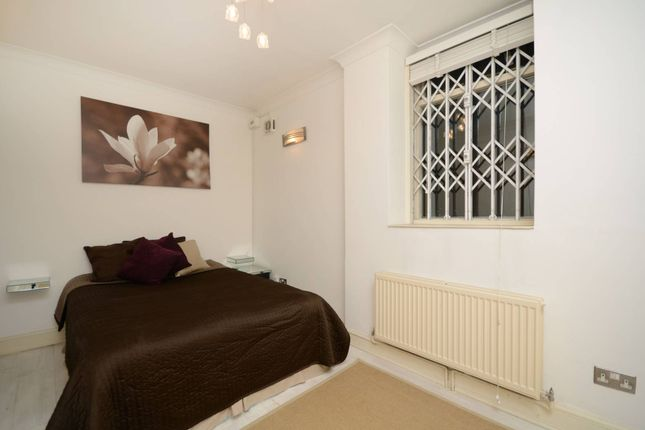 Thumbnail Flat for sale in Redcliffe Gardens, Chelsea