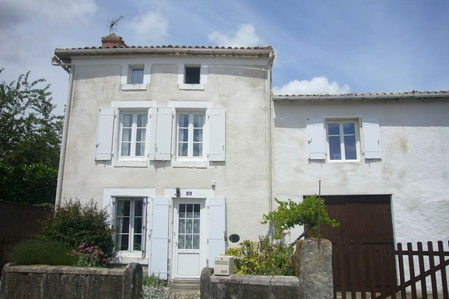 2 bed detached house for sale in 79160, Fenioux, Coulonges-Sur-L'autize, Niort, Deux-Sèvres, Poitou-Charentes, France