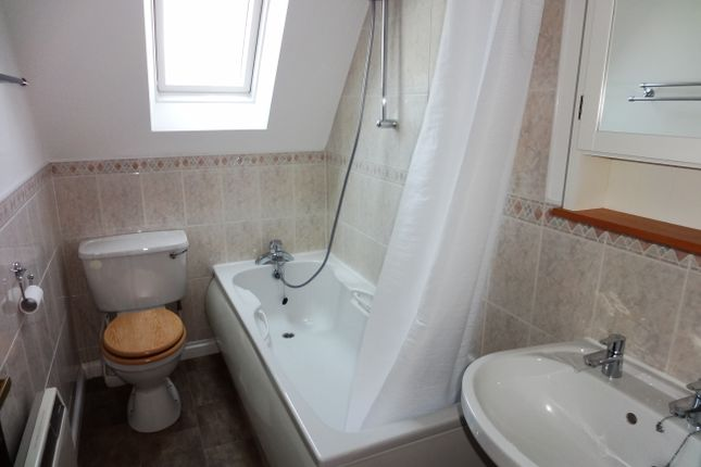 Bathroom: of Abbotts Court, High Street, Stanstead Abbotts SG12