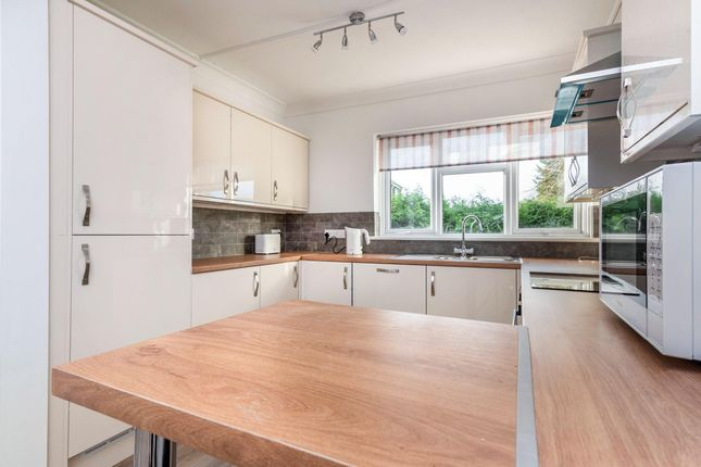 2 bed flat to rent in Church Road, Whitchurch, Cardiff CF14
