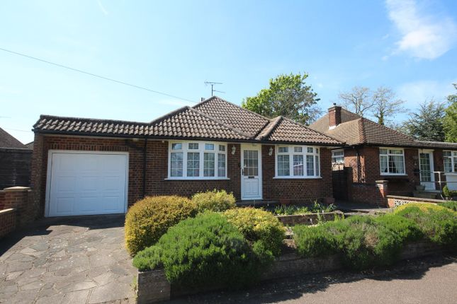 Thumbnail Bungalow for sale in Hawthorn Hill, Letchworth Garden City