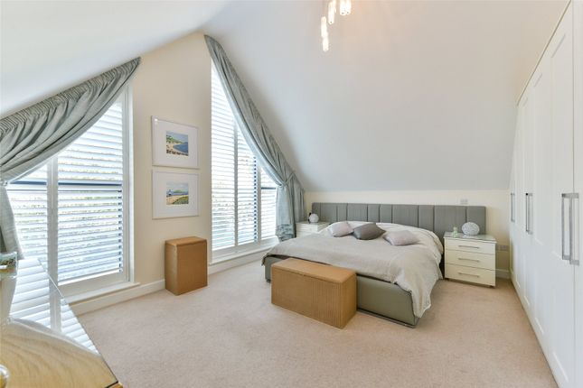 Seascape, 27 Wharncliffe Road, Highcliffe, Dorset BH23, 3 bedroom