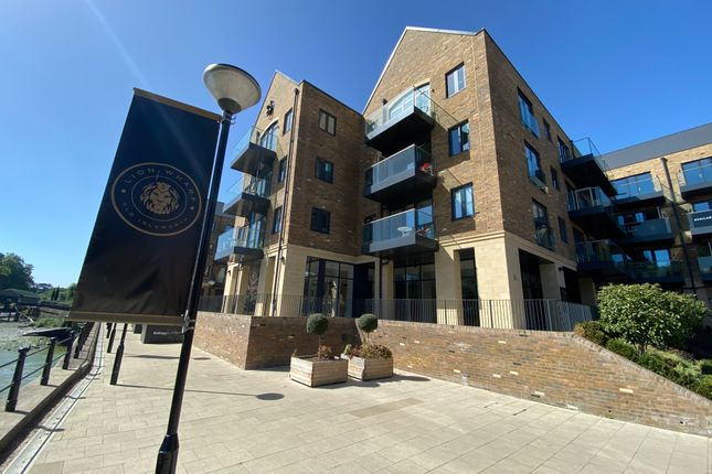 Leisure/hospitality to let in Unit 1 Lion Wharf, Swan Court, Old Isleworth