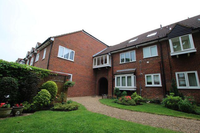 Thumbnail Flat to rent in Yewlands, Hoddesdon
