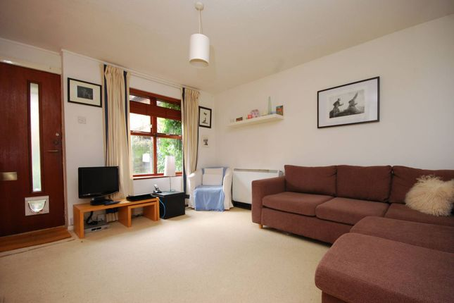 Thumbnail Property to rent in Grovelands Close, Denmark Hill