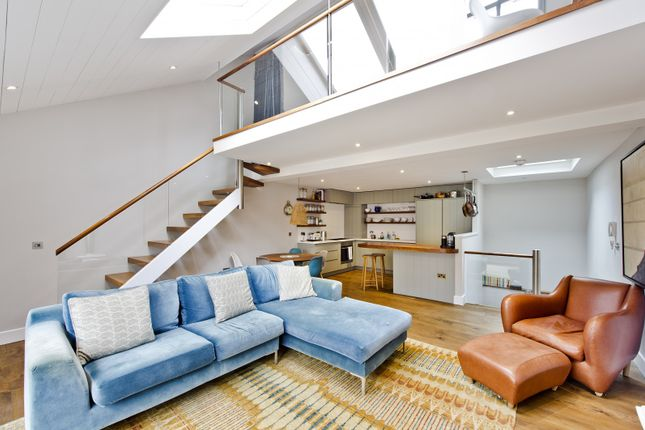 Thumbnail Property for sale in Wellington Close, London