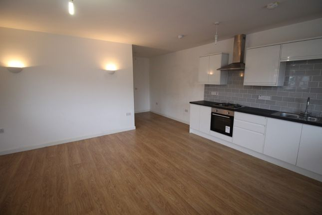 Thumbnail Flat to rent in Market Place, Heanor