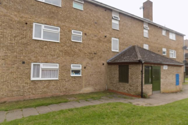 2 bed flat to rent in Morris Close, Luton, Bedfordshire