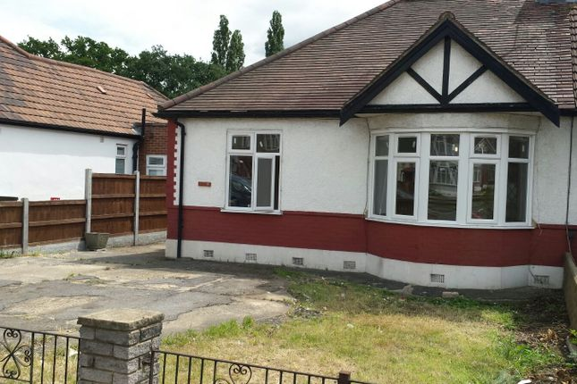 Thumbnail Bungalow to rent in Eastern Avenue, Ilford