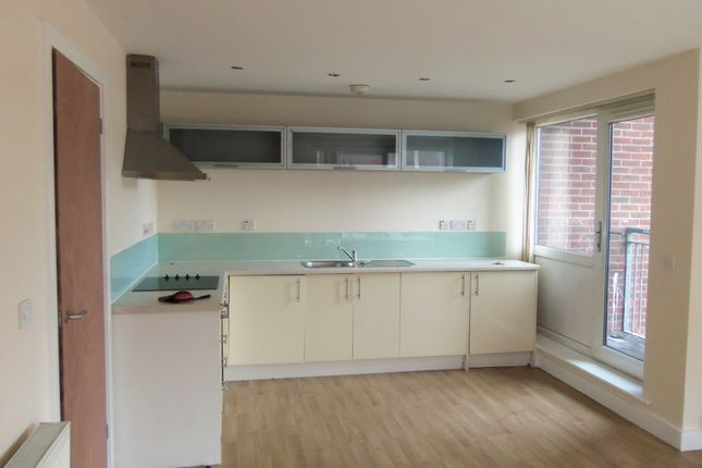 2 bed flat to rent in Carlett View, Garston, Liverpool L19
