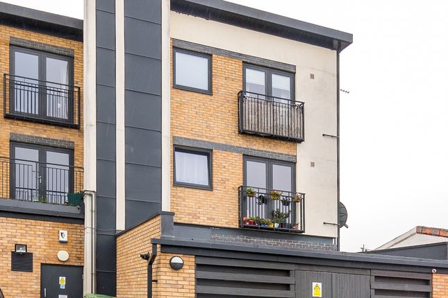 Thumbnail Flat for sale in Buckingham Road, Bicester