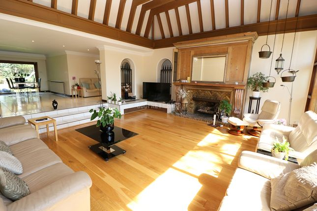 Thumbnail Bungalow to rent in Manor Hall Avenue, London