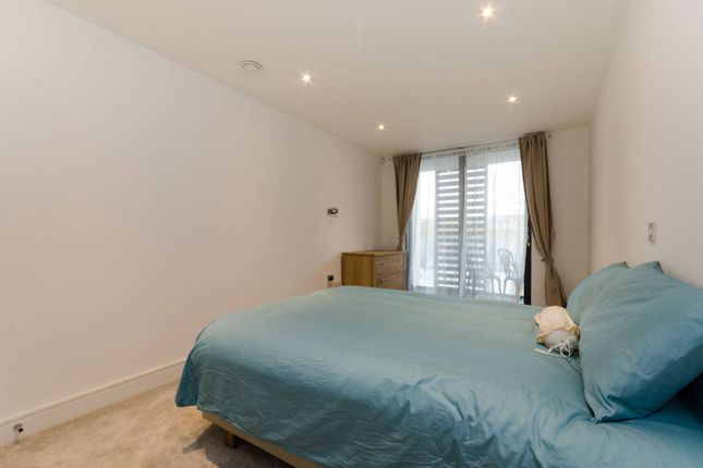 Thumbnail Flat for sale in Kings Place, Chiswick
