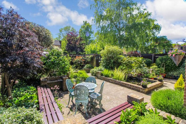 4 bed end terrace house for sale in Capelands, New Ash Green DA3