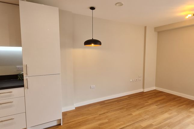 Thumbnail 1 bed flat to rent in William Street, Slough
